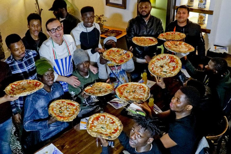 Gino Sorbillo with migrants-pizza chefs he hosted and who followed a training program of the SPRAR center in Caserta. PHOTO/ANSA/CIRO FUSCO