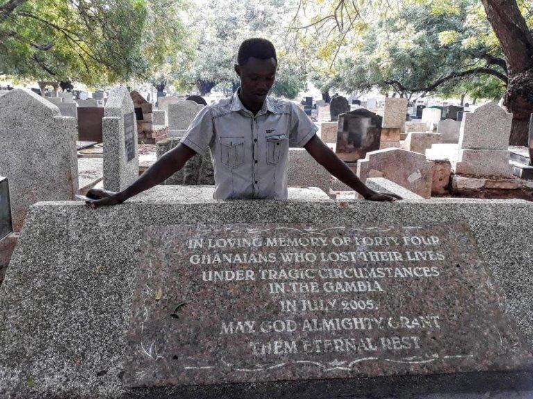 2018 Bénédict De Moerloose/TRIAL International |Martin Kyere, un Ghanéen de 38 ans, seul survivant du massacre de 56 migrants en Gambie en juillet 2005.