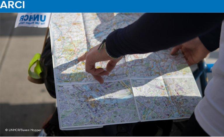 ملصق عن جوما ماب مع خريطة جهات الاتصال المفيدة للمساعدة في الحماية الدولية. المصدر: موقع جوما ماب الإلكتروني.