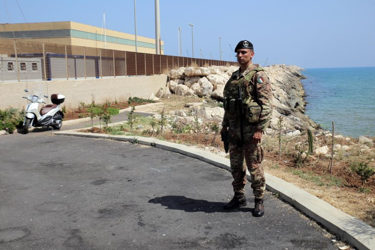 A soldier in front of the Pozzallo hotspot in southern Italy | Photo: ANSA/Andrea Scarfo