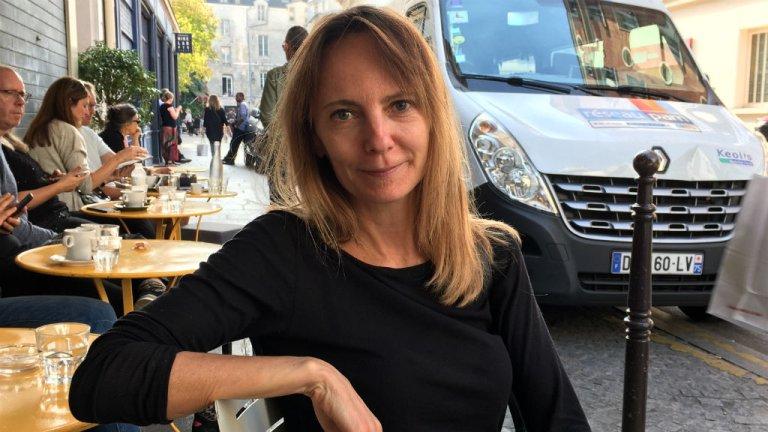 """Delphine Coulin a publié """"Une fille dans la jungle"""" (Grasset), un roman sur des mineurs isolés dans l'enfer de Calais. Crédit : Julia Dumont."""