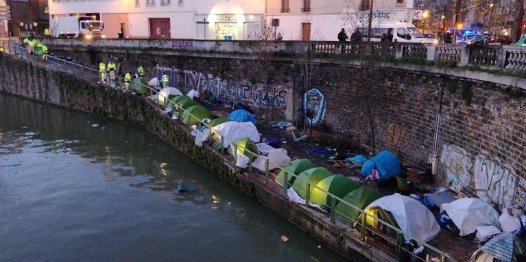 عکس آرشیف: خیمههای مهاجران در پورت دو له ویلت در شمال شرق پاریس، فبروری ۲۰۲۰. عکس از مهاجر نیوز