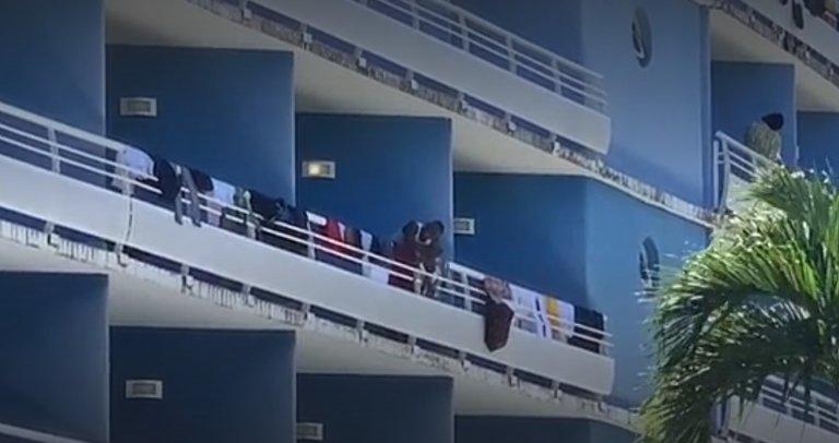 Les migrants secourus sont logés dans un hôtel en Guadeloupe. Capture d'écran de France Info