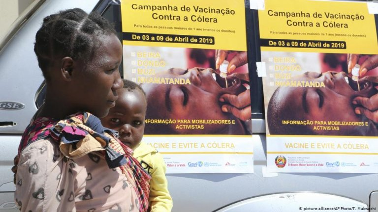 A cholera vaccination campaign poster at a camp for displaced people in Mozambique (April, 2019) / Photo: picture-alliance
