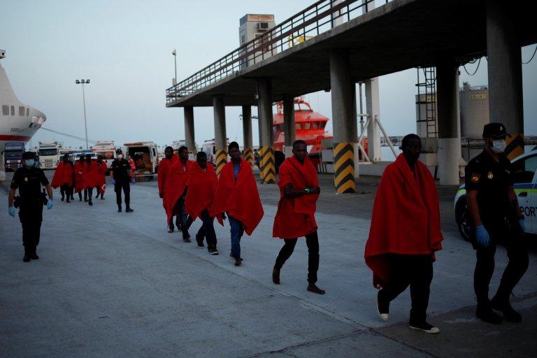 Des migrants secourus en mer ont été débarqués à Malaga, en Espagne, au mois d'août. Crédit : Reuters