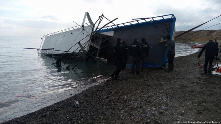 The vessel reportedly capsized as it was nearing the shore | Photo: Image Images/Xinhua/Ihlas Agency