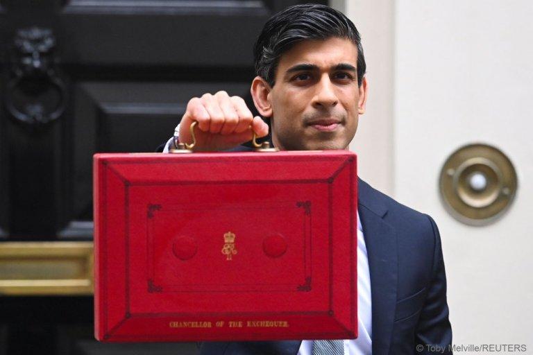 Le ministre britannique des Finances Rishi Sunak au moment de présenter le budget. Crédit : Reuters