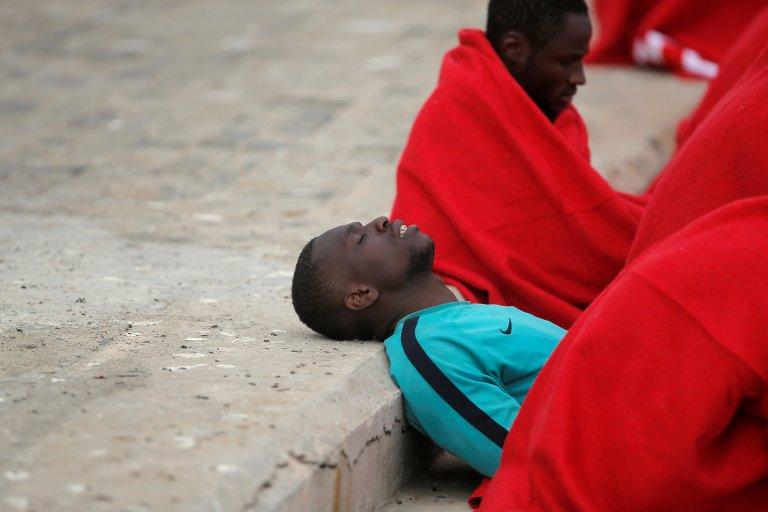 مهاجر أفريقي تم إنقاذه في عرض البحر قبل وصوله لإسبانيا/ ANSA/أرشيف