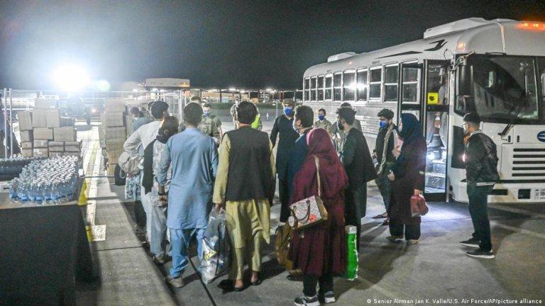 پایگاه هوایی رامشتاین به بزرگترین کمپ برای هزاران شهروند افغانی تبدیل شده که از افغانستان بیرون کشیده شده اند/عکس: picture-alliance
