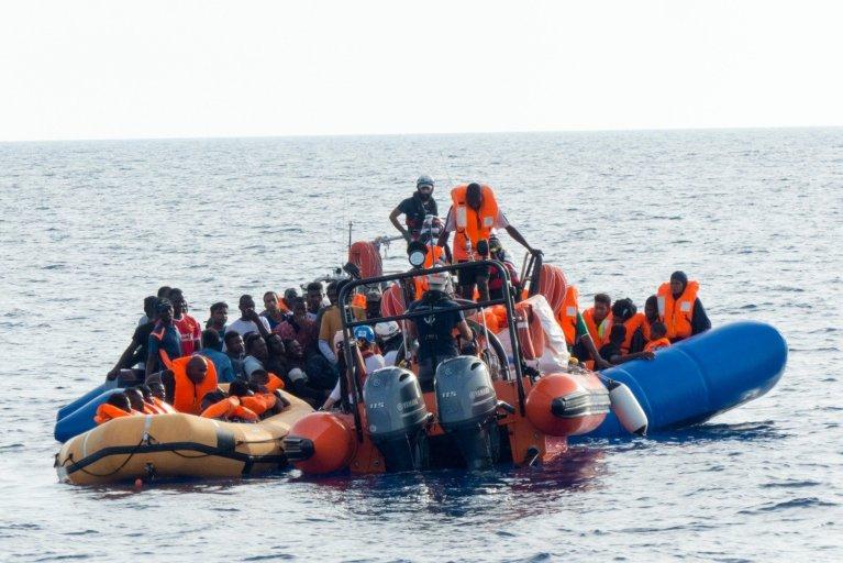 L'équipage de l'Ocean Viking a secouru mercredi 73 personnes dans une embarcation surchargée. Crédit : SOS Méditerranée