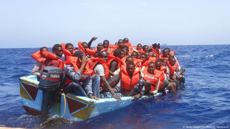 سفر از طریق بحیره مدیترانه بسیار خطرناک است و بسیاری در این مسیر جانشان را از دست می دهند./عکس: Getty Images via DW