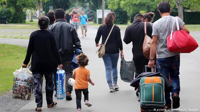 """انتشار فيروس كورونا بين مهاجرين سابقين ذوي أصول ألمانية في مركز استقبال اللاجئين """"فريدلاند"""" بولاية ساكسونيا السفلى.. صورة رمزية من مركز فريدلاند"""