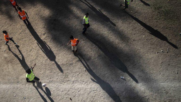 PEDRO PARDO / AFP |Des enfants migrants jouent au football au Mexique. (Image d'illustration)