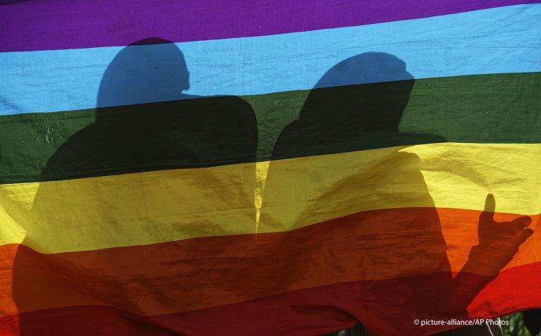 في أكثر من 60 دولة حول العالم، يواجه أعضاء مجتمع الميم عقوبات بالسجن وقد تصل إلى الموت نتيجة توجاهتهم الجنسية/ الصورة  picture-alliance/AP