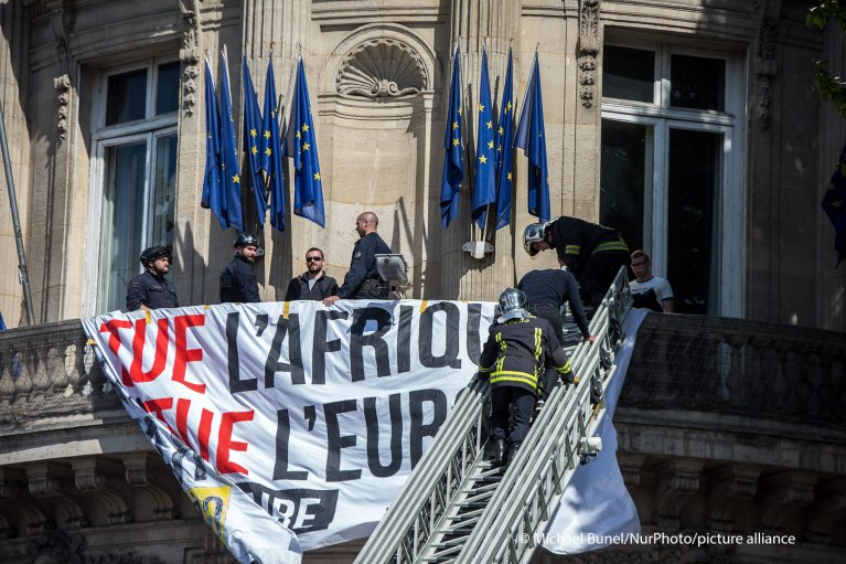 From file: Generation identitaire members hang a banner in front of the French national assembly on May 23, 2015 in Paris | Photo: Michael Bunel/NurPhoto