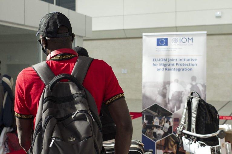 Plus de 100 migrants originaires de Côte d'Ivoire, de Guinée et du Libéria sont rentrés dans leur pays avec l'aide de l'OIM. Crédit : OIM