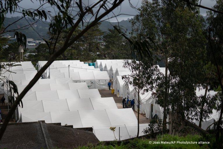 Plus de 2 000 migrants vivent dans le camp de Las Raices, sur l'île de Tenerife, aux Canaries. Crédit : Picture alliance