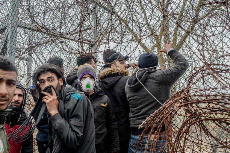 450 مهاجر تمكنوا من عبور الحدود خلال الفترة من  28 شباط/ فبراير إلى نهاية شهر مارس/ آذار.