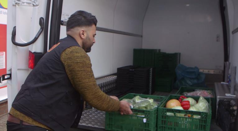 انس مصطفی، پناهجوی سوریایی است که در آلمان زندگی میکند.