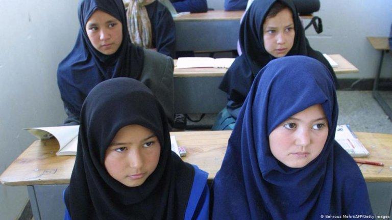 عکس از آرشیف دویچه وله/ ایران اعلام کرد که افغان های بدون مدرک را در مکاتب میپذیرد