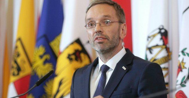 أ ف ب / أرشيف  وزير داخلية النمسا  هربرت كيكل