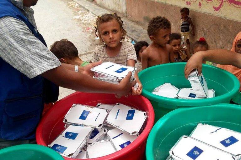 Food distribution among refugees from Hudaydah | Credit: IOM