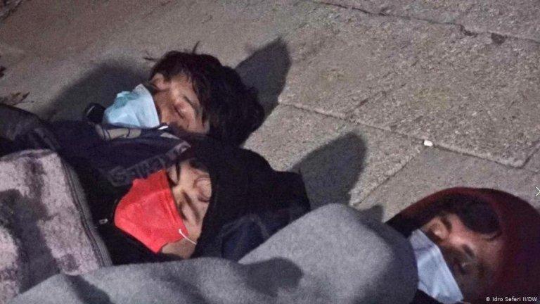 Unaccompanied minors are often forced to sleep on the ground | Photo: Idro Seferi Il/DW