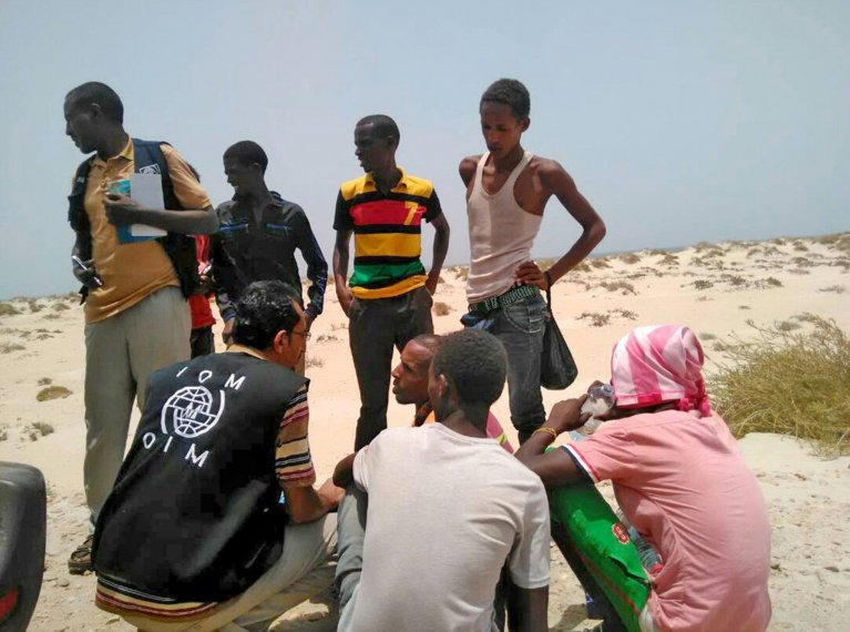 IOM staff assisting Somali and Ethiopian migrants, who were reportedly forced into the sea by smugglers, on a beach in Shabwa, Yemen | Photo: EPA/IOM