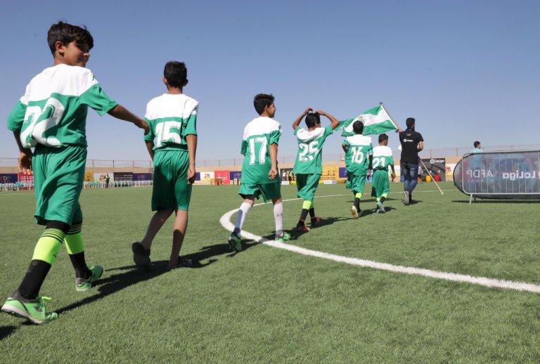 کودکان مهاجر در استادیوم ورزشی در اردوگاه پناهندگان زاعطاری در اردن   عکس: EPA / Amel Pain