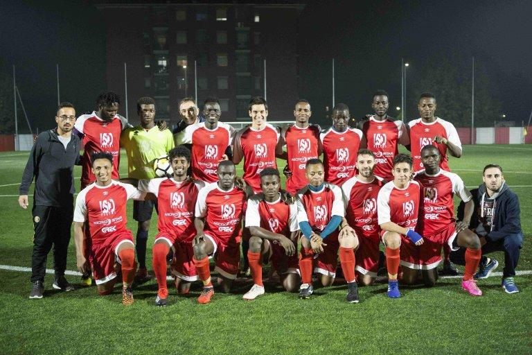 """فريق """"نو وولز انترناسيونالي"""" لكرة القدم للمهاجرين. المصدر: أنسا."""