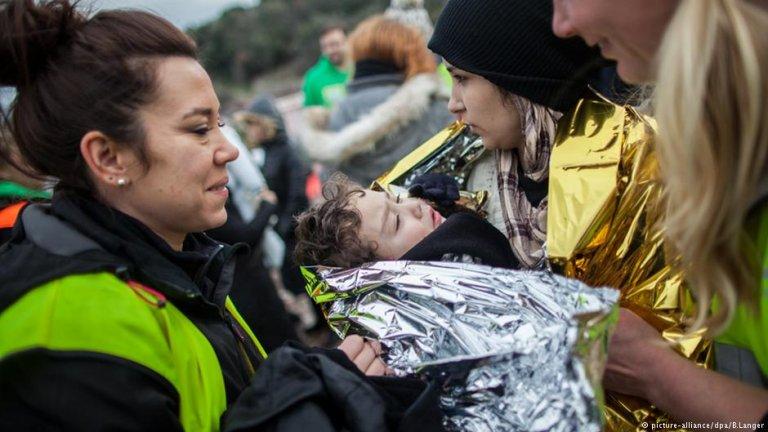Volunteers help migrants arriving on Lesbos.