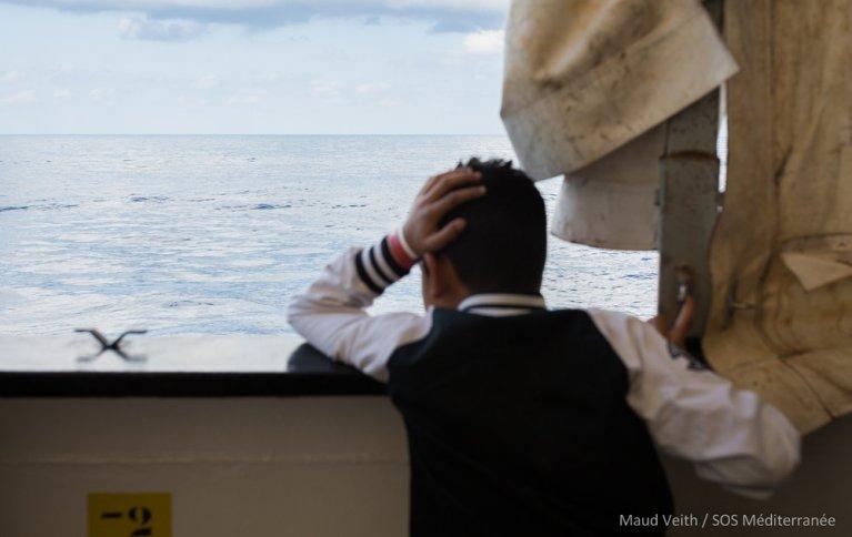 Un enfant secouru par le navire humanitaire Aquarius, en septembre 2018. Crédit : Maud Veith/MSF