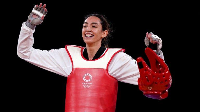 La taekwondoïste Kimia Alizadeh fait partie de l'équipe des réfugiés lors des Jeux Olympiques de Tokyo en 2021. Crédit : CIO