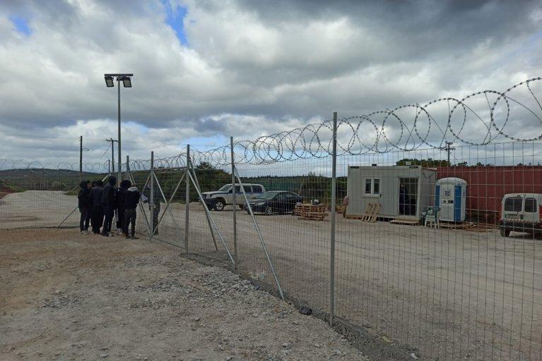 """مشهد عام للمخيم الذي تم إرسال المهاجرين الذين كانوا على متن السفينة الحربية """"رودوس"""" إليه. الحقوق محفوظة"""