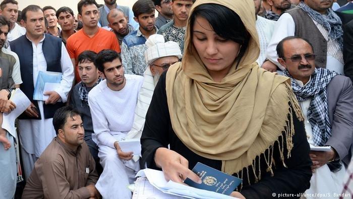 له افغانستان څخه په تيرو لسيزو کي په مليونونو انسانانو هجرت کړی