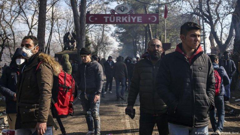 Migrants trying to enter Greece from the Pazarkule border gate, Erdine, Turkey | Photo: Picture-alliance/AP Photo/E.Gurel
