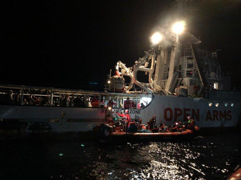 کشتی اوپن ارمز در حالی عملیات نجات، ۱۱ نوامبر ۲۰۲۰. عکس: صفحه تویتر اسکار کمپ