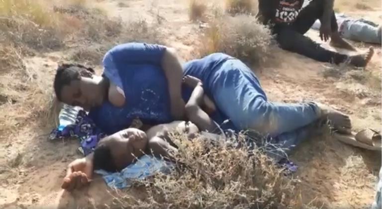 صورة للمهاجرين الذين كانوا عالقين على الحدود التونسية الليبية. المصدر: المنتدى التونسي للحقوق الاقتصادية والاجتماعية