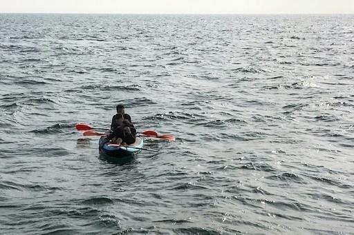 © أ ف ب |مهاجرون على متن زورق صغير يحاولون عبور بحر المانش بين فرنسا وبريطانيا في 04 آب/أغسطس 2018