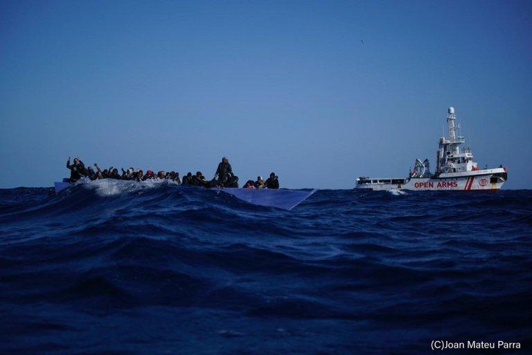 """صورة من عملية الإنقاذ التي نفذتها """"أوبن آرمز"""" السبت في الثاني من كانون الثاني\يناير 2020. الصورة من حساب منظمة أوبن آرمز على تويتر @openarms_found"""