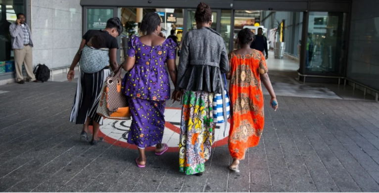 A Congolese family heads to a new life in France, Cape Town International Airport, South Africa, March 2017   Photo: James Oatway / UNHCR