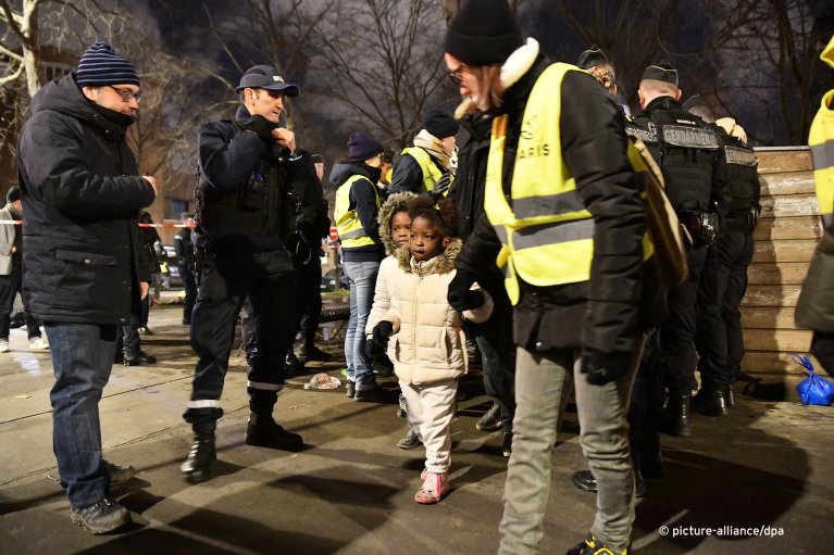 Over 1,400 people -- including almost 100 children -- were removed from a migrant camp in northern Paris on Tuesday morning | Photo: Picture-Alliance/dpa