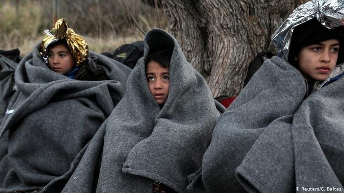 Reuters/C. Baltas |أطفال مهاجرين في جزيرة ليسبوس اليونانية.