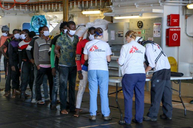 Le Geo Barents a été autorisé à débarquer les 410 migrants à bord au port italien d'Augusta, le 17 juin 2021. Crédit : MSF