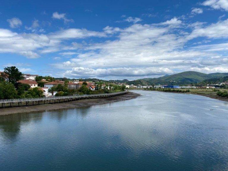 La rivière Bidassoa est une frontière naturelle entre la France et l'Espagne. Crédit : InfoMigrants