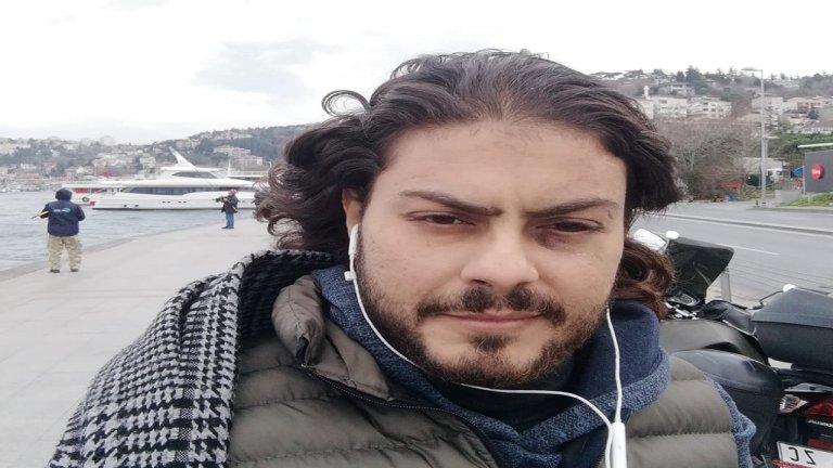 محمود محمد.. وآثار الضرب تظهر على وجهه.