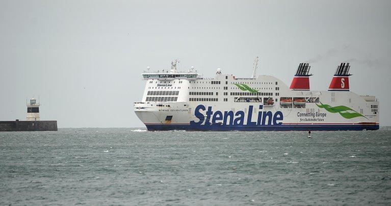 PAUL ELLIS / AFP |Seize migrants ont été retrouvés dans la remorque d'un camion sur un ferry en provenance de France et en direction de l'Irlande, a rapporté jeudi la compagnie Stena Line.
