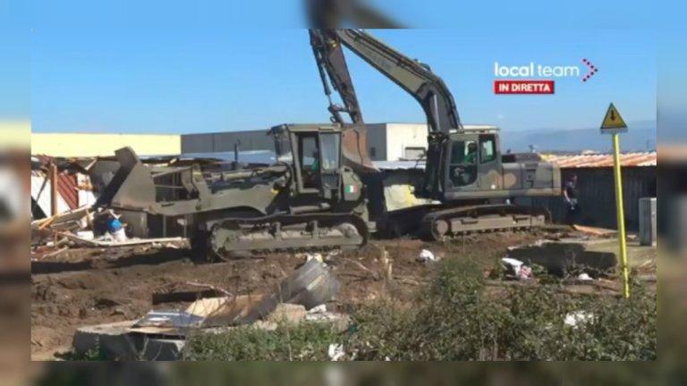 Capture d'écran du démantèlement du bidonville de San Ferdinando filmé en direct par une chaîne locale. Crédit : Local Team TV / Twitter