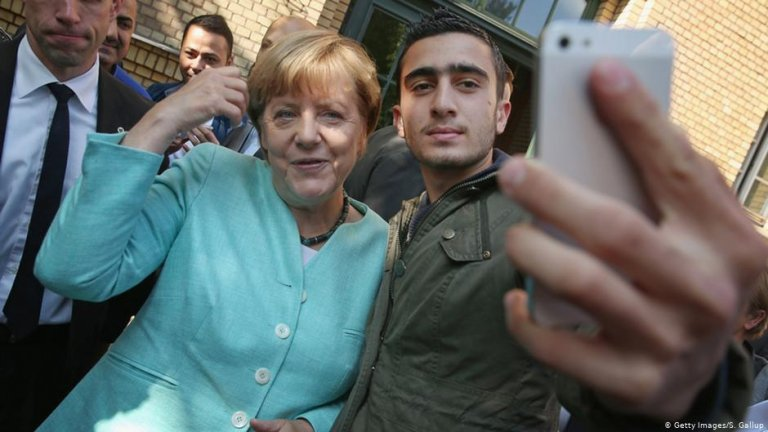 Merkel with refugee Anas Modamani | Photo: Getty Images/S.Gallup