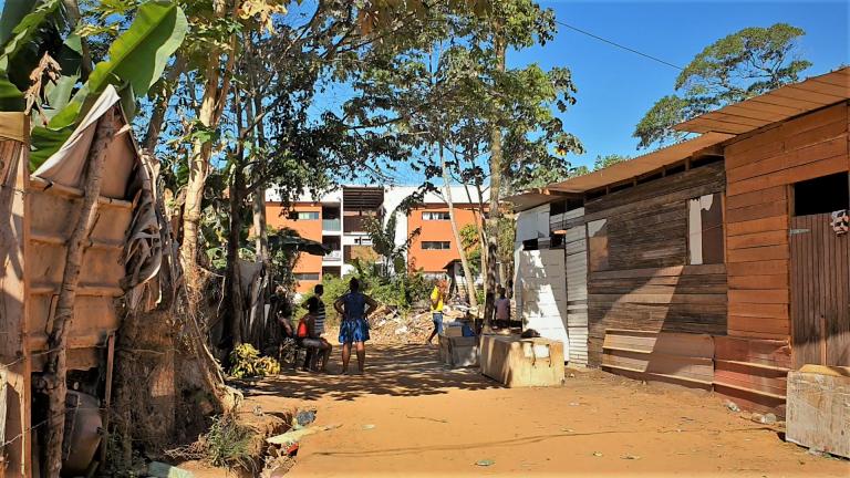 Le bidonville de Piste Tarzan, à Cayenne. Crédit : Dana Alboz/InfoMigrants